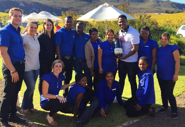 On Sunday 19 April the popular Lloyd Cele popped in at Creation! Here the team enjoys a brief moment with the Idols star.
